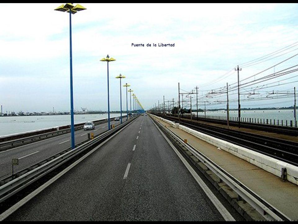 Sector del Puente de la Libertad más cercano a Venecia.