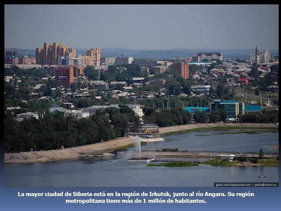 La mayor ciudad de Siberia está en la región de Irkutsk, junto al río Angara. Su región metropolitana tiene más de 1 millón de habitantes.