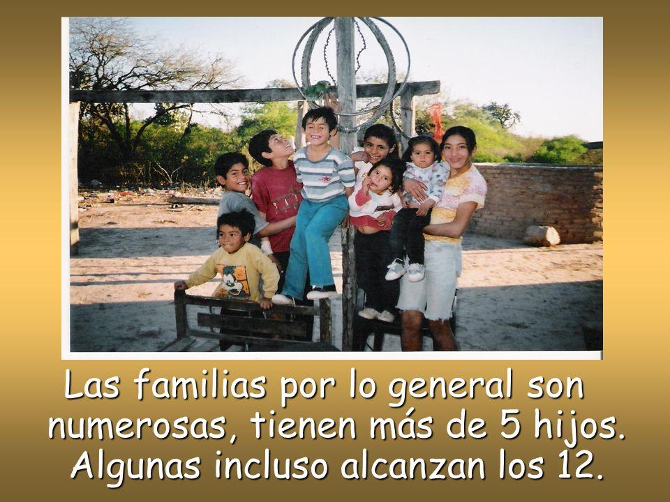 Las familias por lo general son numerosas, tienen más de 5 hijos. Algunas incluso alcanzan los 12.