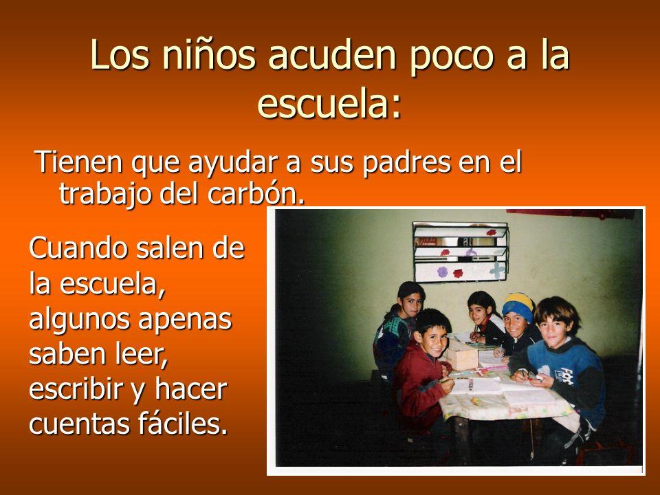 Los niños acuden poco a la escuela: Tienen que ayudar a sus padres en el trabajo del carbón.
