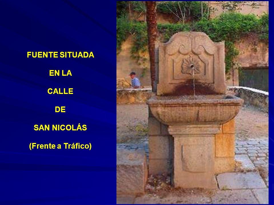 Fuente sin agua situada en la calle de Ildefonso Rodríguez en la trasera del palacio de Enrique IV.