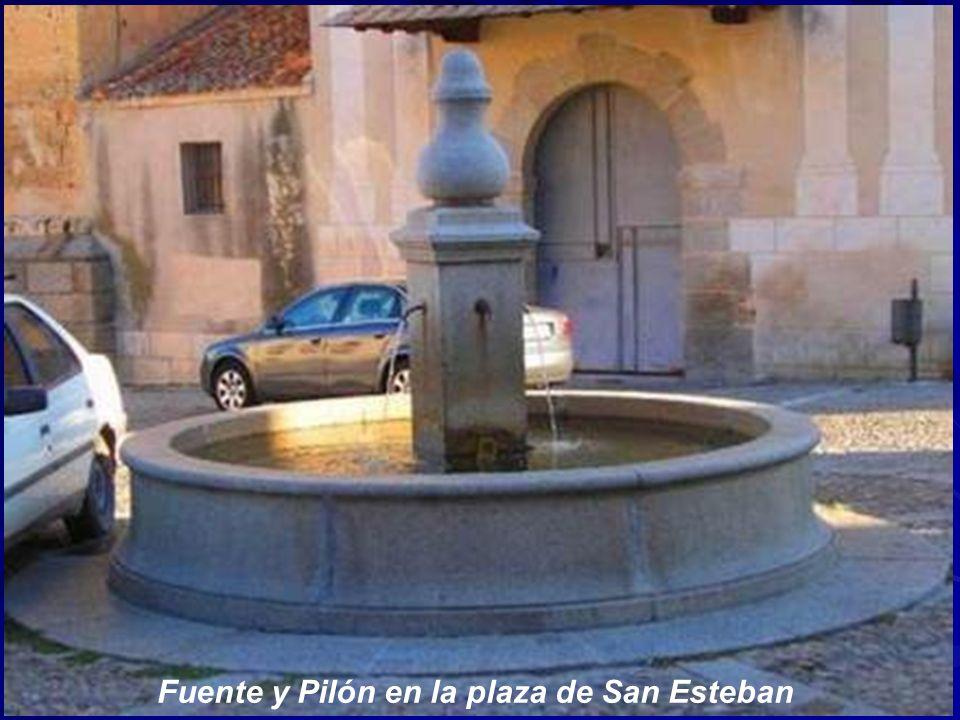 Fuente y caces en la entrada del Jardín de los Poetas junto a la puerta de Santiago.