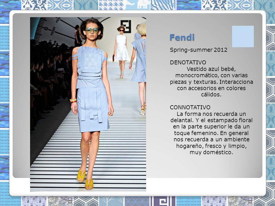 Fendi Spring-summer 2012 DENOTATIVO Vestido azul bebé, monocromático, con varias piezas y texturas.