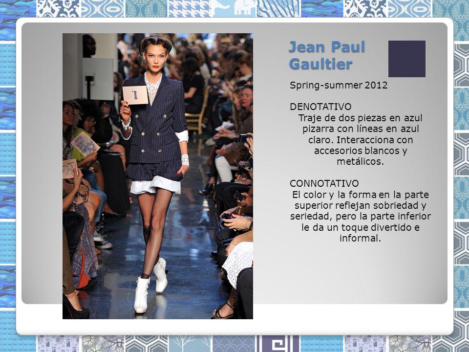 Jean Paul Gaultier Spring-summer 2012 DENOTATIVO Traje de dos piezas en azul pizarra con líneas en azul claro.