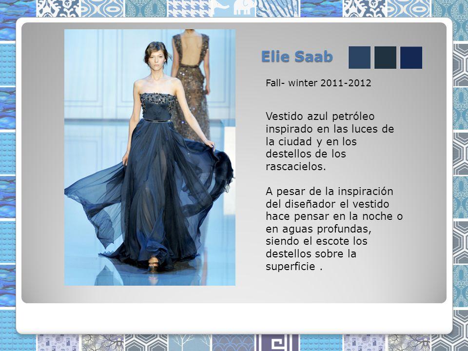 Elie Saab Fall- winter 2011-2012 Vestido azul petróleo inspirado en las luces de la ciudad y en los destellos de los rascacielos.
