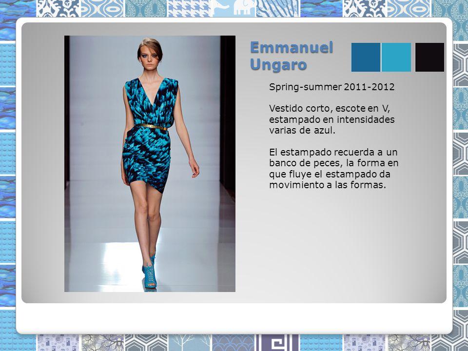 Emmanuel Ungaro Spring-summer 2011-2012 Vestido corto, escote en V, estampado en intensidades varias de azul.