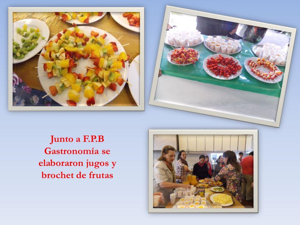Junto a F.P.B Gastronomía se elaboraron jugos y brochet de frutas