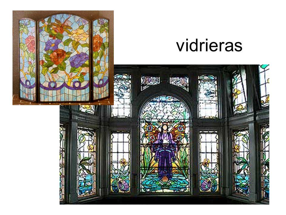 Se pueden imitar muy bien vidrieras con materiales escolares, y dan muy buen resultado