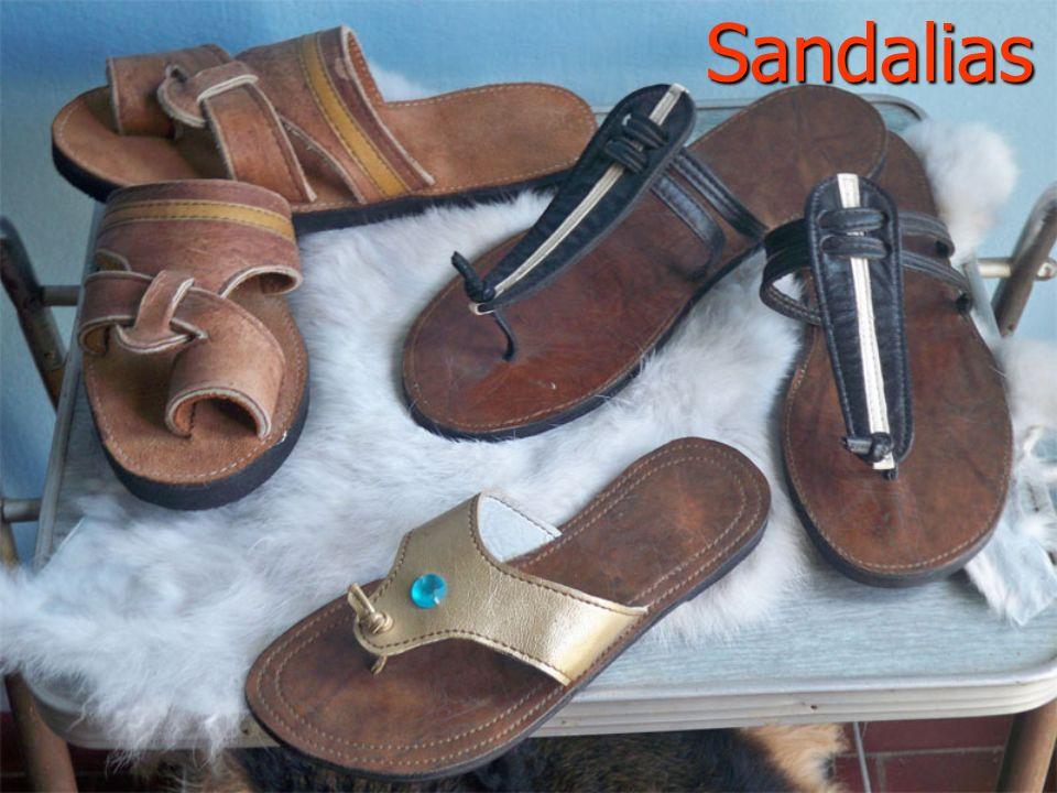 Sandalias Mod. Oriental Cuero de Pecarí, con aplicaciones de Cabra