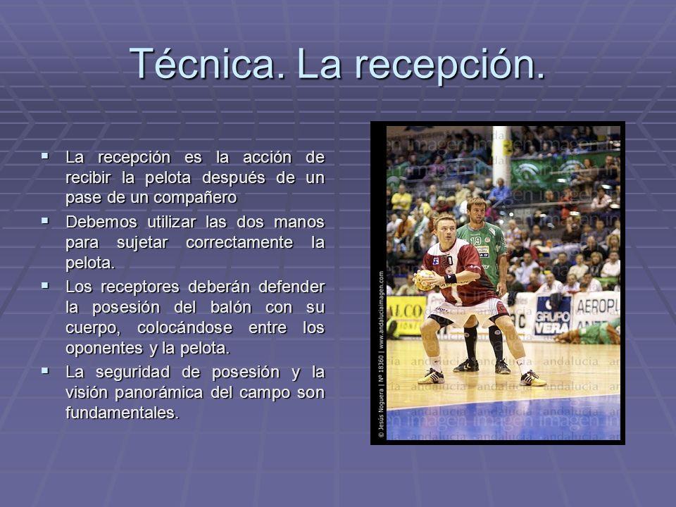 Técnica. La recepción. La recepción es la acción de recibir la pelota después de un pase de un compañero La recepción es la acción de recibir la pelot