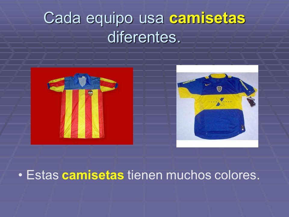 Cada equipo usa camisetas diferentes. Estas camisetas tienen muchos colores.