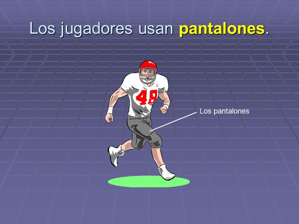Los jugadores usan pantalones. Los pantalones