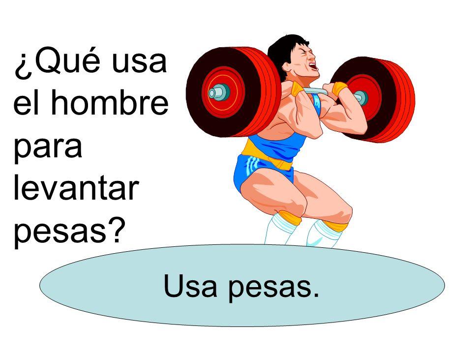 ¿Qué usa el hombre para levantar pesas? Usa pesas.