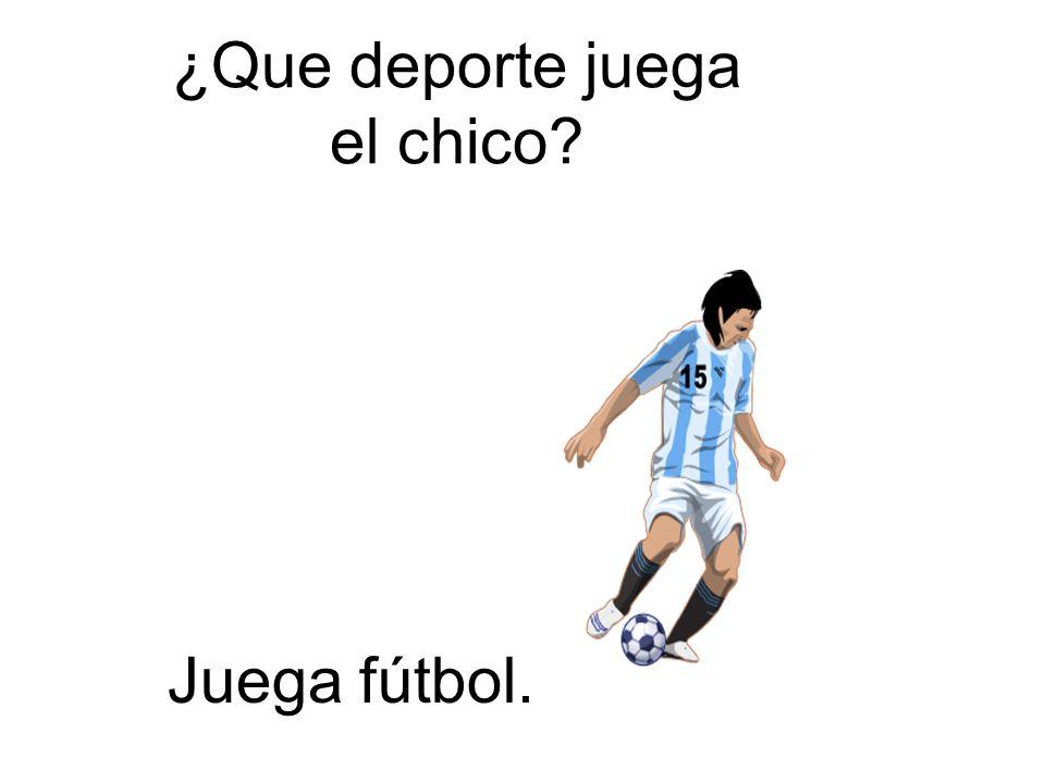 ¿Que deporte juega el chico? Juega fútbol.