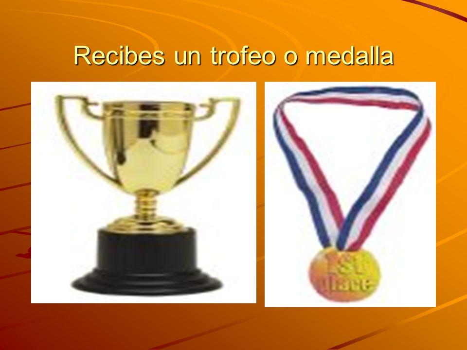 Recibes un trofeo o medalla