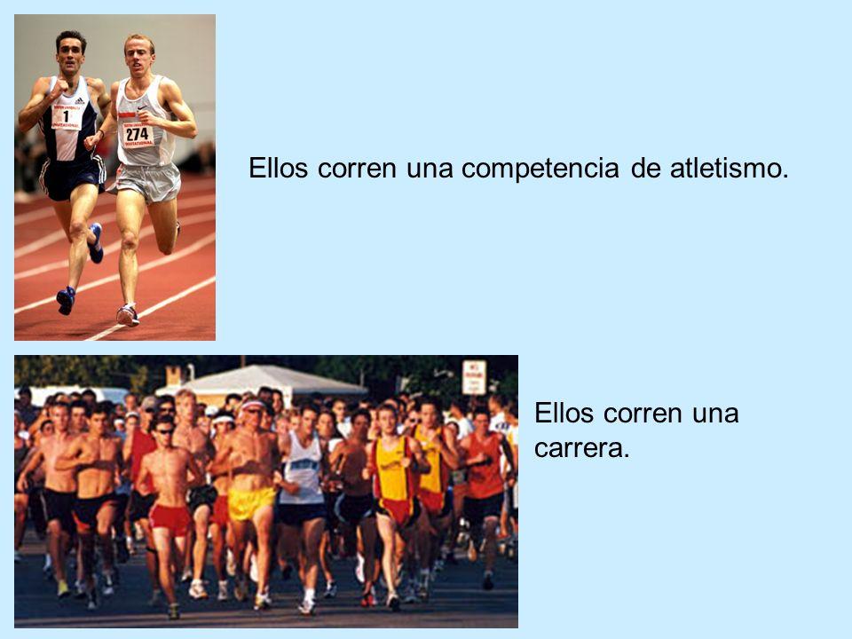 Ellos corren una competencia de atletismo. Ellos corren una carrera.