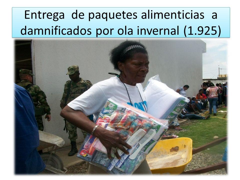 Entrega de paquetes alimenticias a damnificados por ola invernal (1.925)