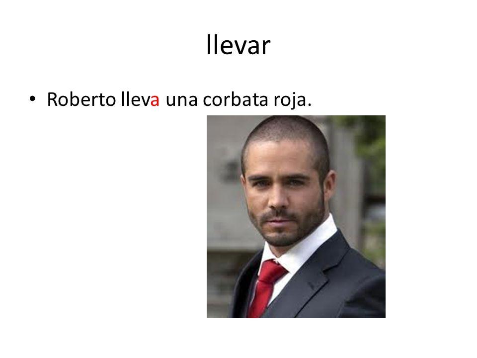 llevar Roberto lleva una corbata roja.