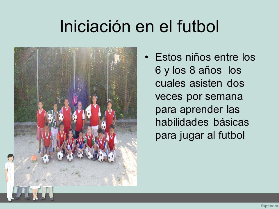 Iniciación en el futbol Estos niños entre los 6 y los 8 años los cuales asisten dos veces por semana para aprender las habilidades básicas para jugar al futbol