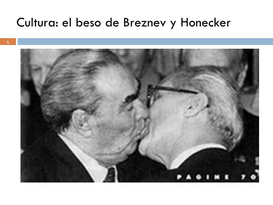 Cultura: el beso de Breznev y Honecker 5