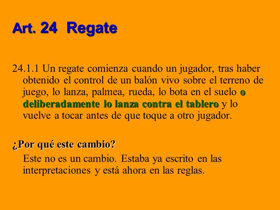 Art. 24 Regate o deliberadamente lo lanza contra el tablero 24.1.1 Un regate comienza cuando un jugador, tras haber obtenido el control de un balón vi