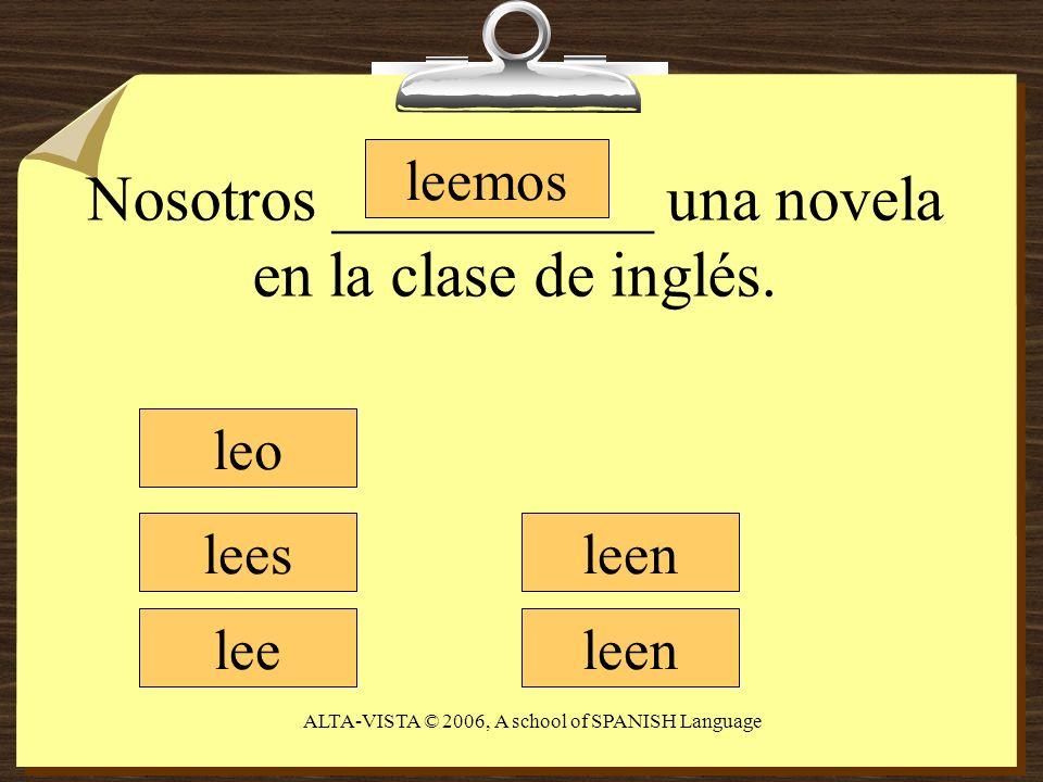 Nosotros __________ una novela en la clase de inglés.