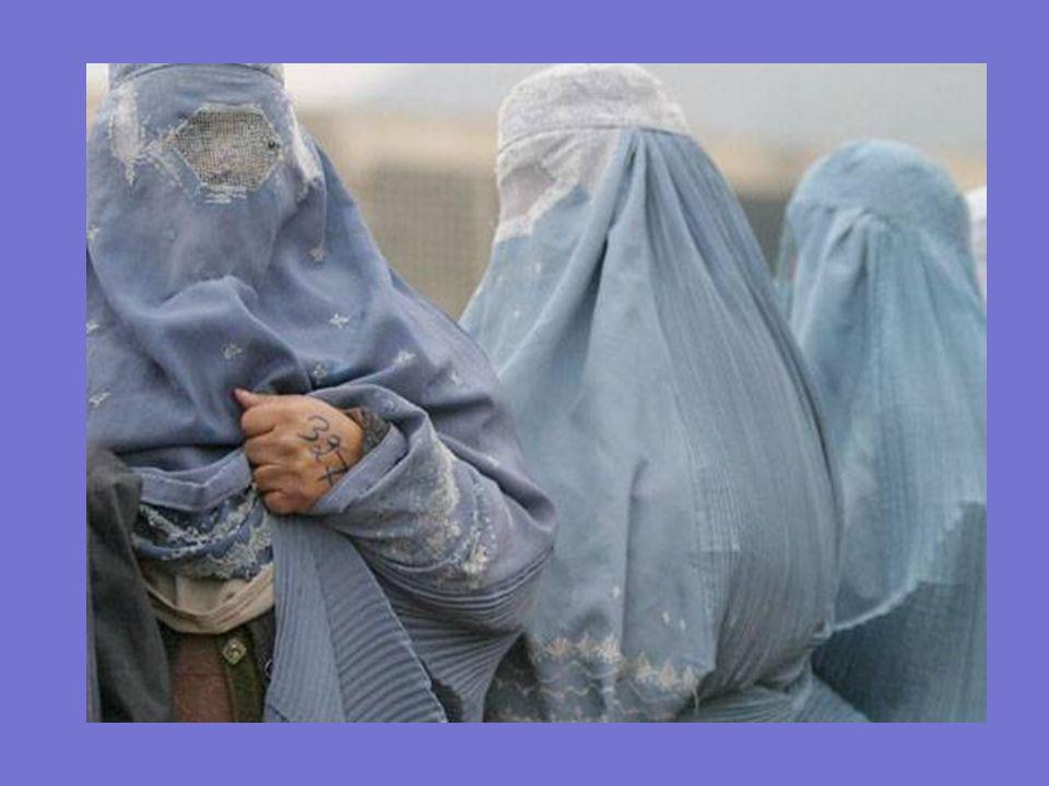 Uno de los objetivos del ´velo tupido´ es evitar que el rostro y los ojos sean visibles. El burka ejerce fuerte presión sobre la cabeza (pesa unos 7 k