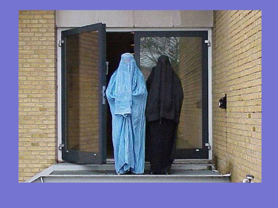 Cuando una mujer está embarazada, los afganos dicen que está enferma. El 97% de las mujeres afganas dan a luz en sus casas porque tienen prohibido acu