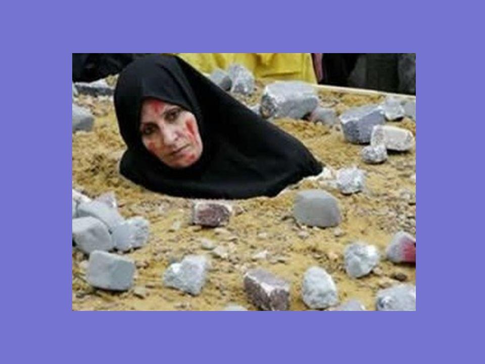 LAPIDACION El adulterio está penado con la lapidación. La mujer es metida en el suelo en un agujero y tapada con tierra hasta el pecho. A continuación
