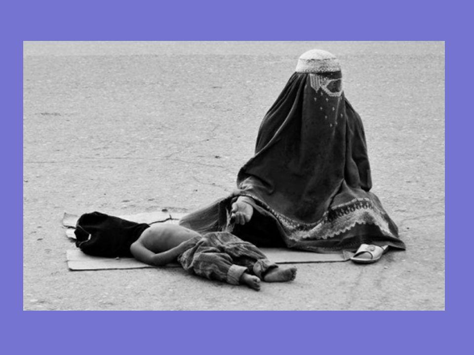 En su desesperación muchas mujeres, optan por suicidarse. Esta situación es frecuente sobre todo en las viudas que, al no tener compañía masculina no