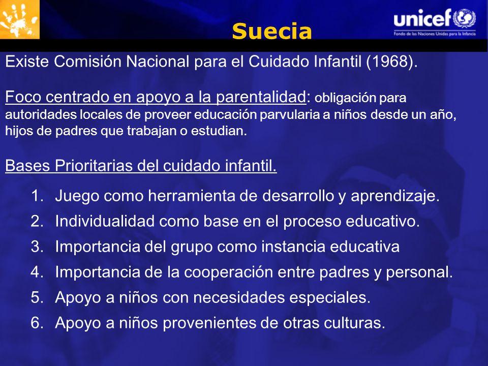 Suecia Foco centrado en apoyo a la parentalidad: obligación para autoridades locales de proveer educación parvularia a niños desde un año, hijos de padres que trabajan o estudian.