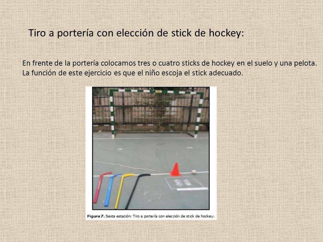 Tiro a portería con elección de stick de hockey: En frente de la portería colocamos tres o cuatro sticks de hockey en el suelo y una pelota.