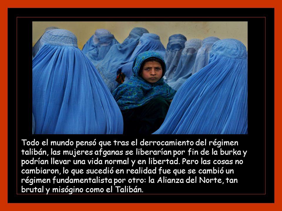 Las mujeres afganas continúan viviendo sin derechos en un país que, a ojos de la comunidad internacional, cuenta con un gobierno democrático.