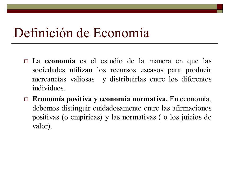Definición de Economía La economía es el estudio de la manera en que las sociedades utilizan los recursos escasos para producir mercancías valiosas y distribuirlas entre los diferentes individuos.