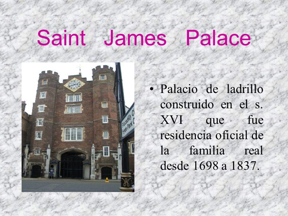 Saint James Palace Palacio de ladrillo construido en el s. XVI que fue residencia oficial de la familia real desde 1698 a 1837.