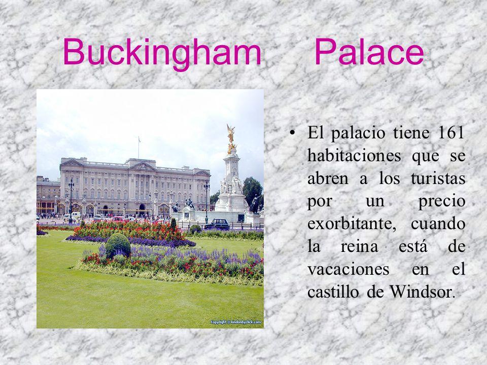 Buckingham Palace El palacio tiene 161 habitaciones que se abren a los turistas por un precio exorbitante, cuando la reina está de vacaciones en el ca