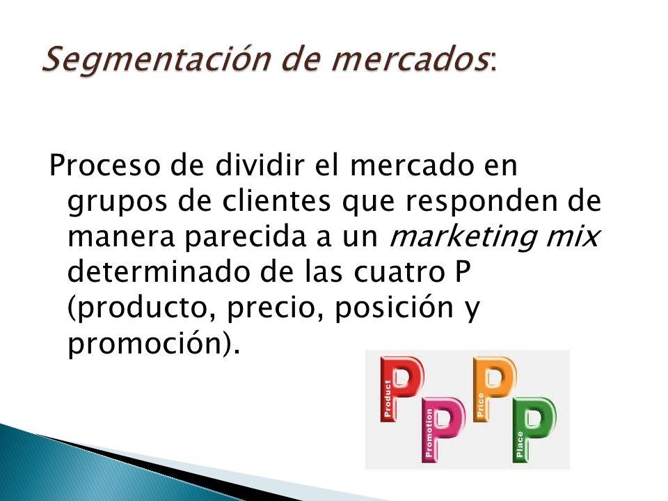 Proceso de dividir el mercado en grupos de clientes que responden de manera parecida a un marketing mix determinado de las cuatro P (producto, precio, posición y promoción).