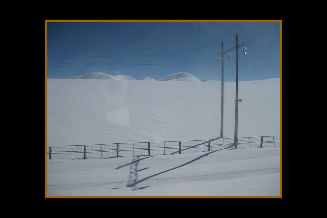 Las montañas de Tangula, conocidas como las montañas de la meseta , eran vistas por los tibetanos como insuperables hasta para las águilas , debido a que en el invierno sus bajas temperaturas alcanzan hasta 45º Cº bajo cero.