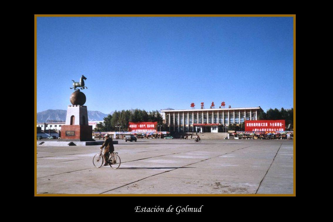El 22 de junio de 2006 en su viaje inaugural el ferrocarril que une la provincia China de Qinghai (capital Golmud) y la región autónoma de Tíbet (capi