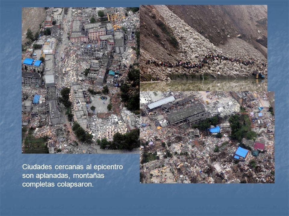 Ciudades cercanas al epicentro son aplanadas, montañas completas colapsaron.