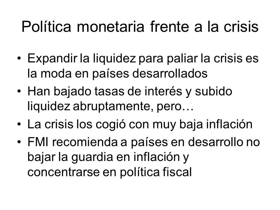 Política monetaria frente a la crisis Expandir la liquidez para paliar la crisis es la moda en países desarrollados Han bajado tasas de interés y subi