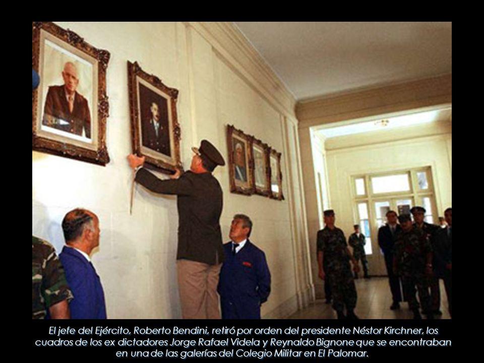 El jefe del Ejército, Roberto Bendini, retiró por orden del presidente Néstor Kirchner, los cuadros de los ex dictadores Jorge Rafael Videla y Reynald