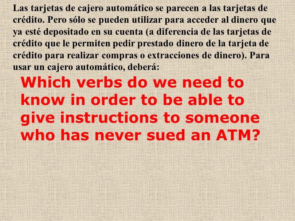 Las tarjetas de cajero automático se parecen a las tarjetas de crédito.