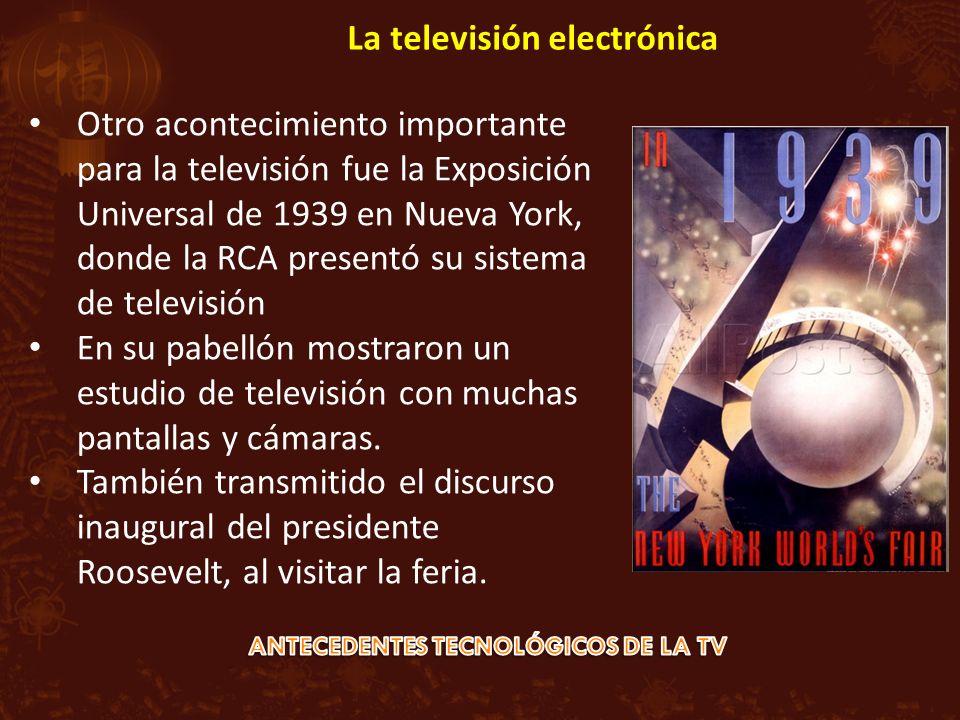 Otro acontecimiento importante para la televisión fue la Exposición Universal de 1939 en Nueva York, donde la RCA presentó su sistema de televisión En su pabellón mostraron un estudio de televisión con muchas pantallas y cámaras.