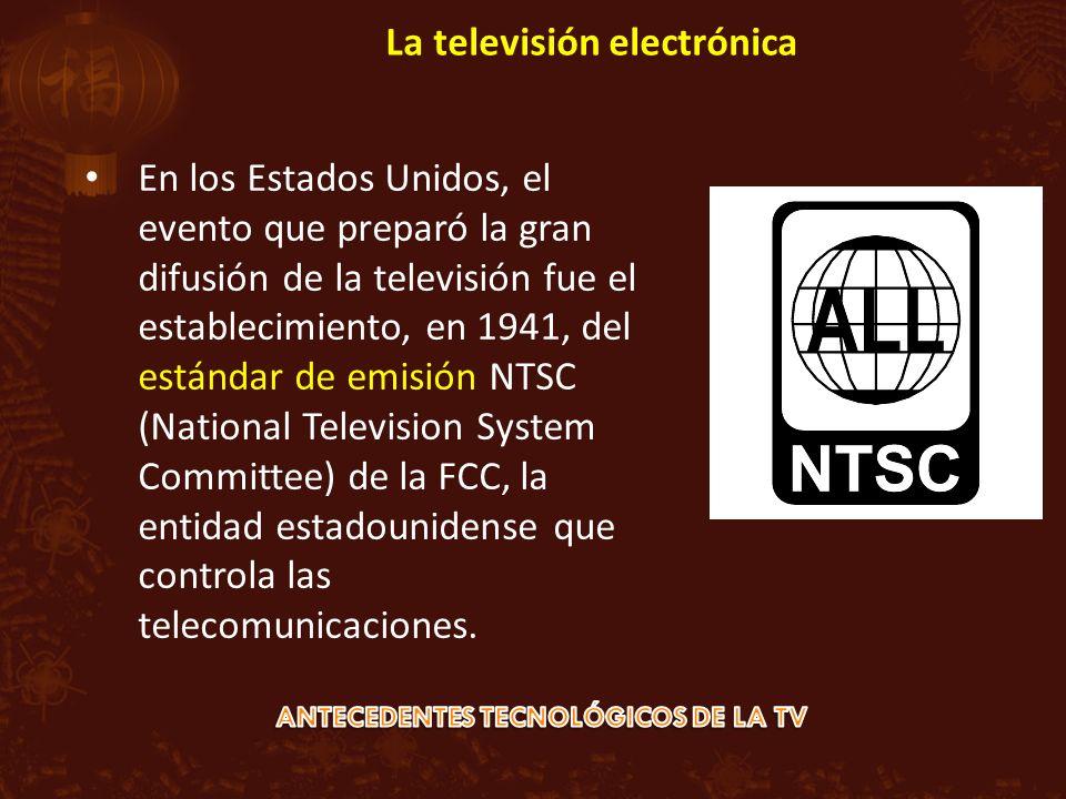 En los Estados Unidos, el evento que preparó la gran difusión de la televisión fue el establecimiento, en 1941, del estándar de emisión NTSC (National Television System Committee) de la FCC, la entidad estadounidense que controla las telecomunicaciones.