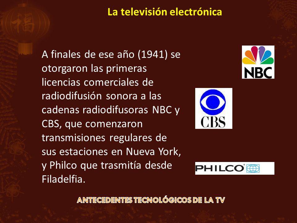 A finales de ese año (1941) se otorgaron las primeras licencias comerciales de radiodifusión sonora a las cadenas radiodifusoras NBC y CBS, que comenzaron transmisiones regulares de sus estaciones en Nueva York, y Philco que trasmitía desde Filadelfia.