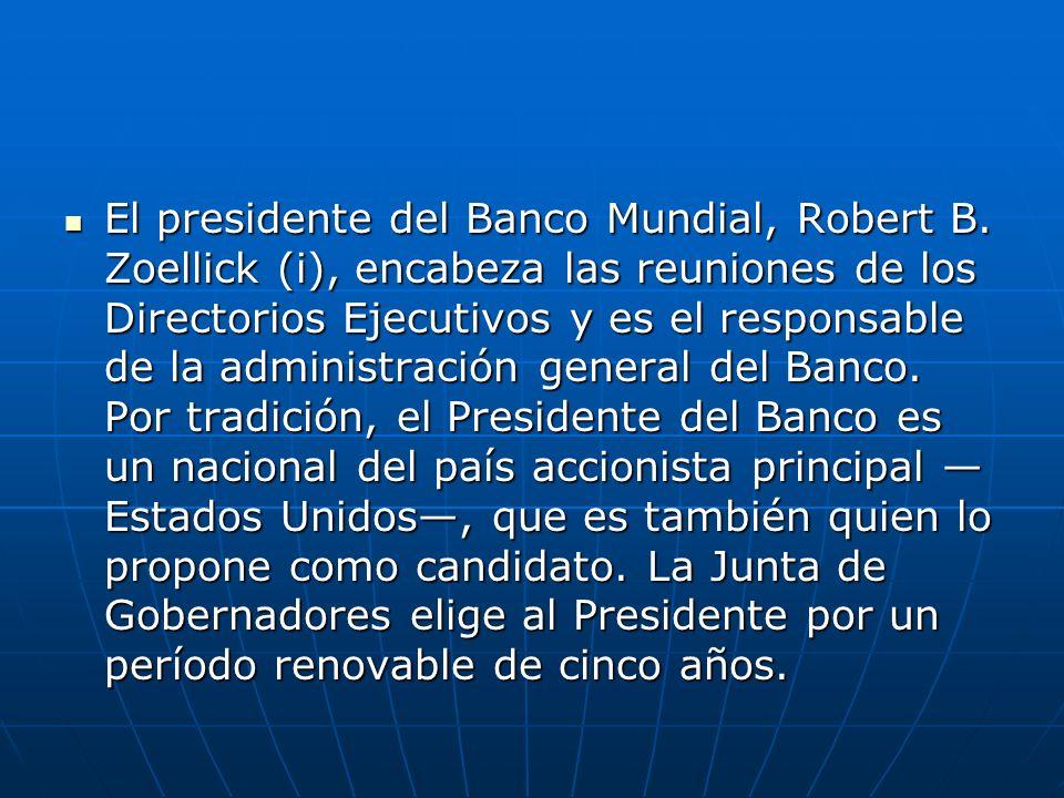 El presidente del Banco Mundial, Robert B. Zoellick (i), encabeza las reuniones de los Directorios Ejecutivos y es el responsable de la administración