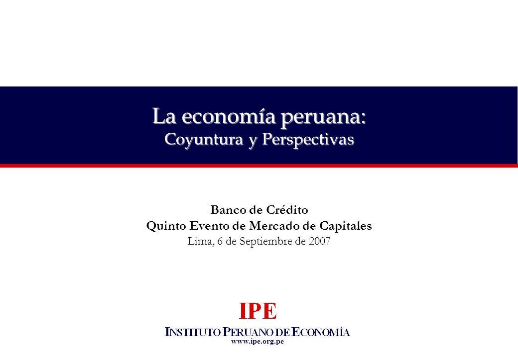 12 La economía peruana: coyuntura y perspectivas Baja ejecución de la inversión pública Fuente: SNIP Número de proyectos declarados viables y no ejecutados según monto, 2005 - 2007 (en número de proyectos y soles) Meses que demora un proyecto en ser analizado por el SNIP, 2004-2007 (en promedio de meses) *No se consideraron los proyectos que registran las mayores demoras (pendientes de viabilidad), puesto que estos pudieron ser dejados de lado.