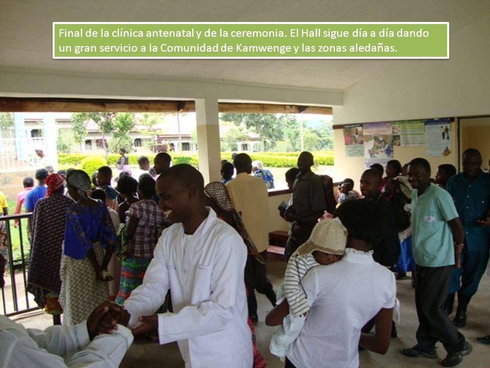 Final de la clínica antenatal y de la ceremonia. El Hall sigue día a día dando un gran servicio a la Comunidad de Kamwenge y las zonas aledañas.