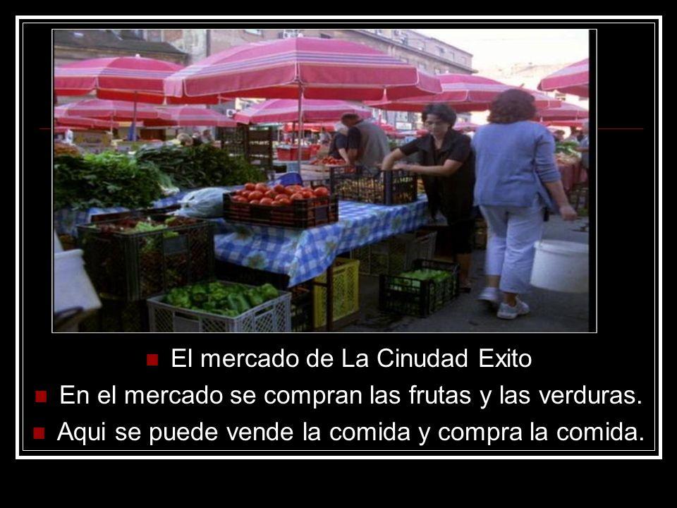 El mercado de La Cinudad Exito En el mercado se compran las frutas y las verduras.
